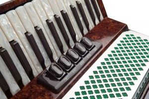 Weltmeister Monte 43 accordion